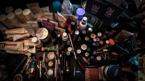 Wide Shot-Makeup